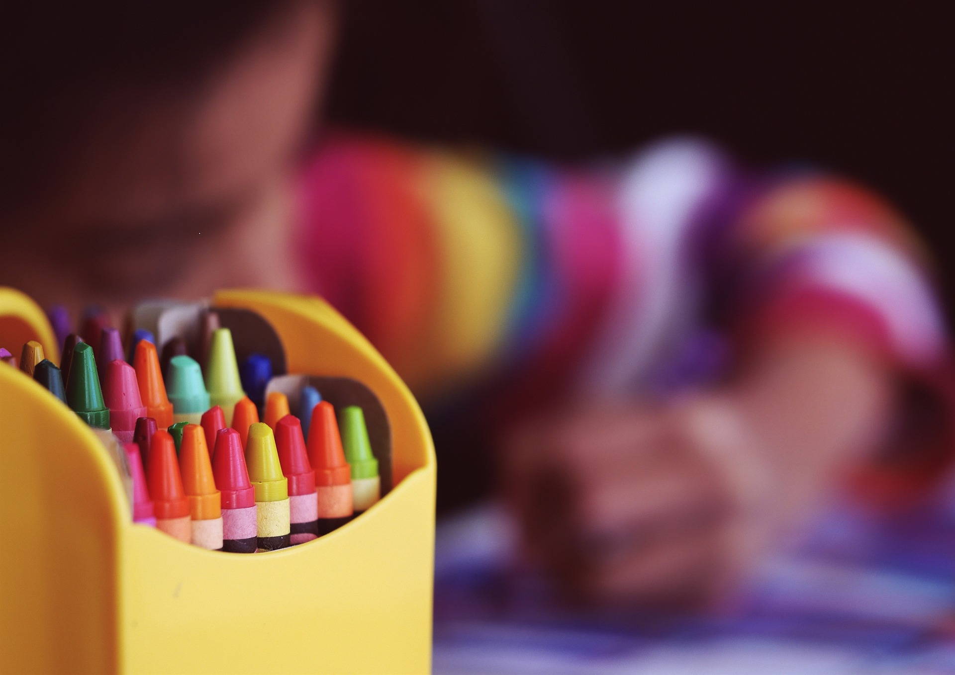 picture of a box of crayons.