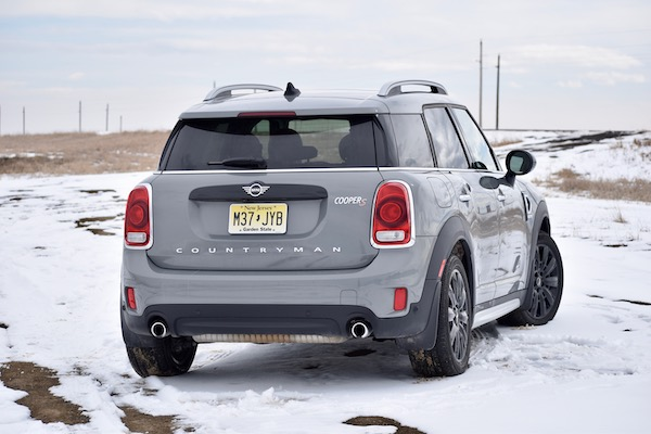 2019 Mini Cooper S and S E Countryman All4 Review: Resting