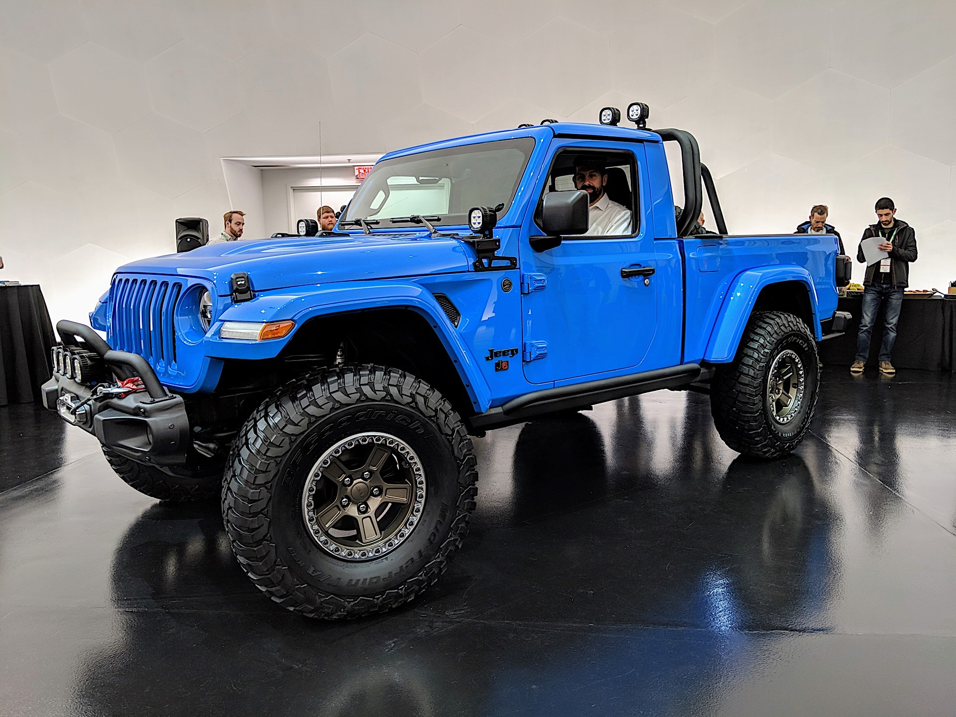 2020 Jeep Gladiator Pickup Truck Dominates 2019 Easter ...