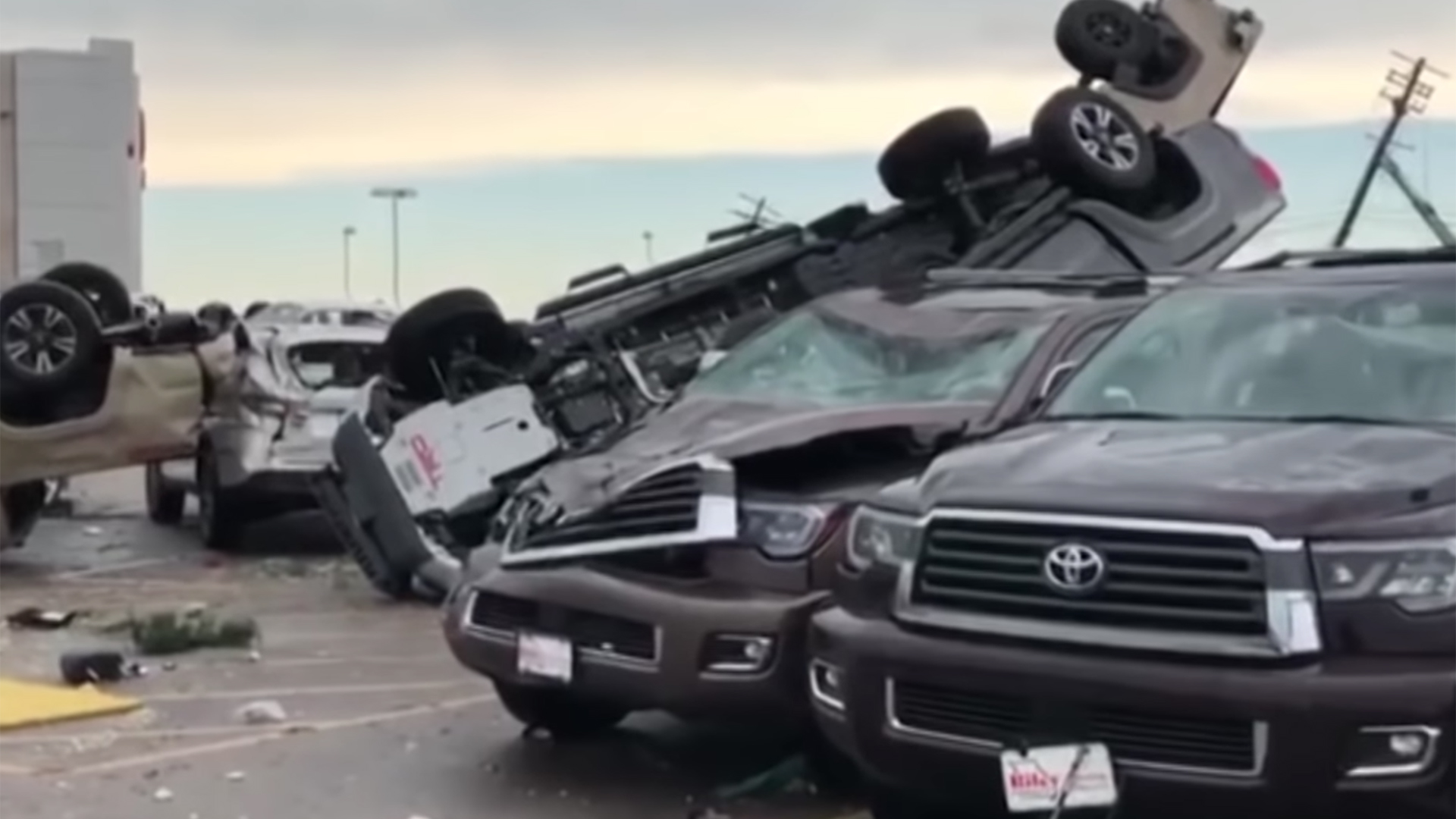 Chevy Dealer Jefferson City Mo >> Missouri Tornado Destroys 500 Cars In Direct Hit At