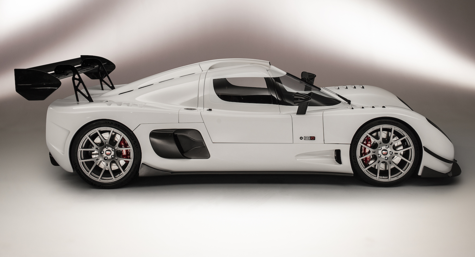 New Ultima Rs Supercar Is A 1 200 Hp Stick Shift Track