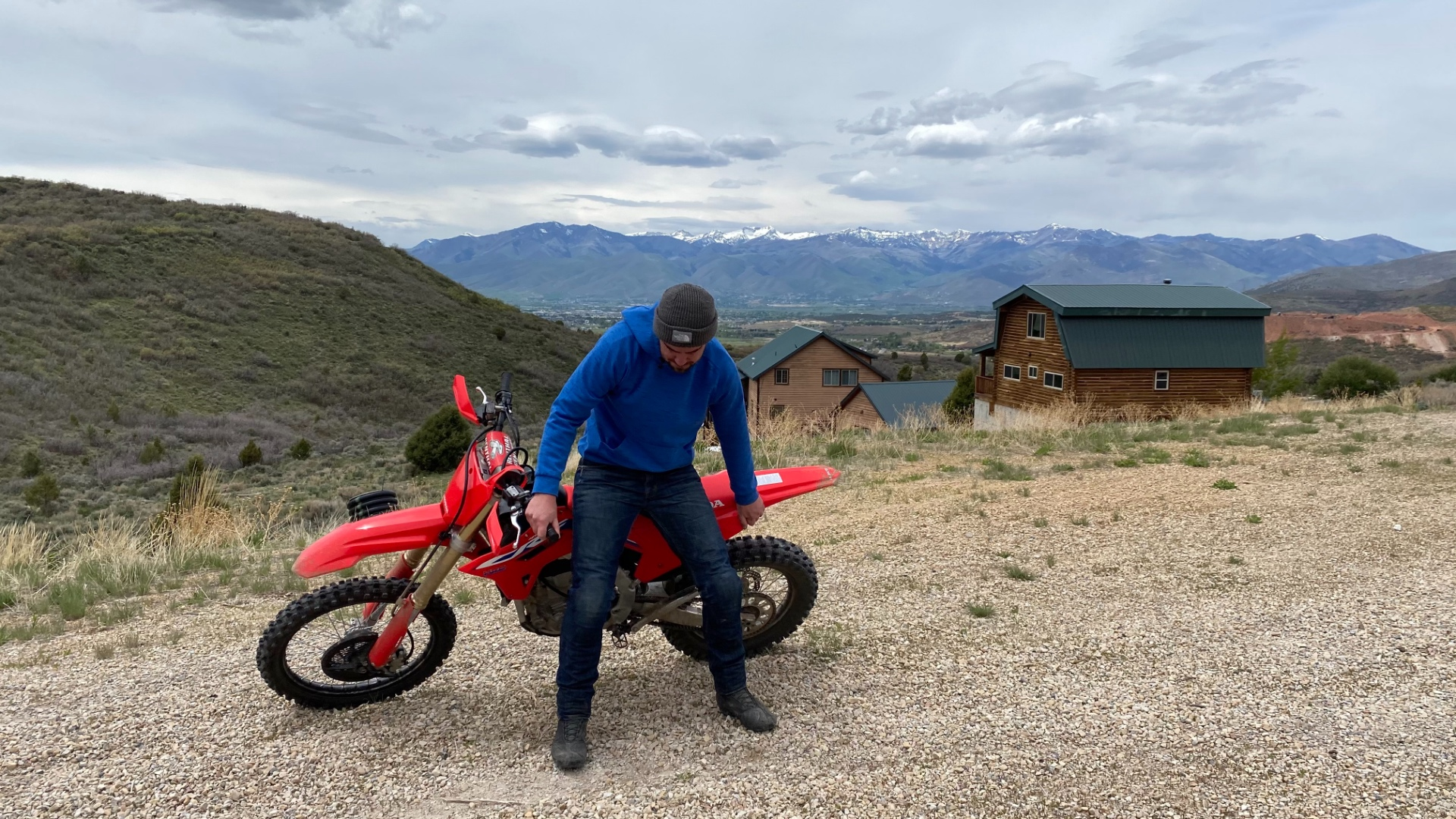 Using your legs to lift the CRF450RX.