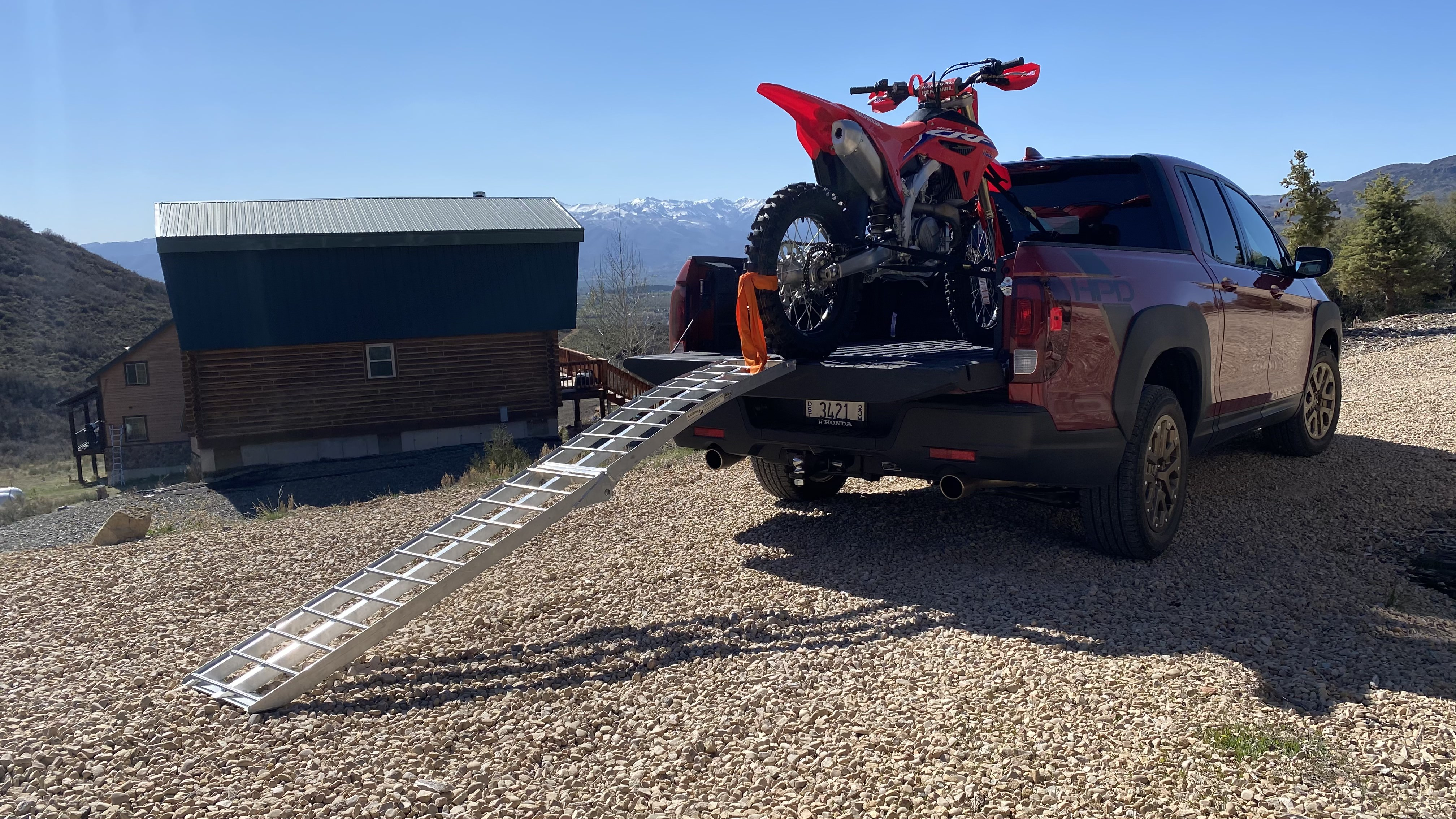Unloading the CRF450RX.