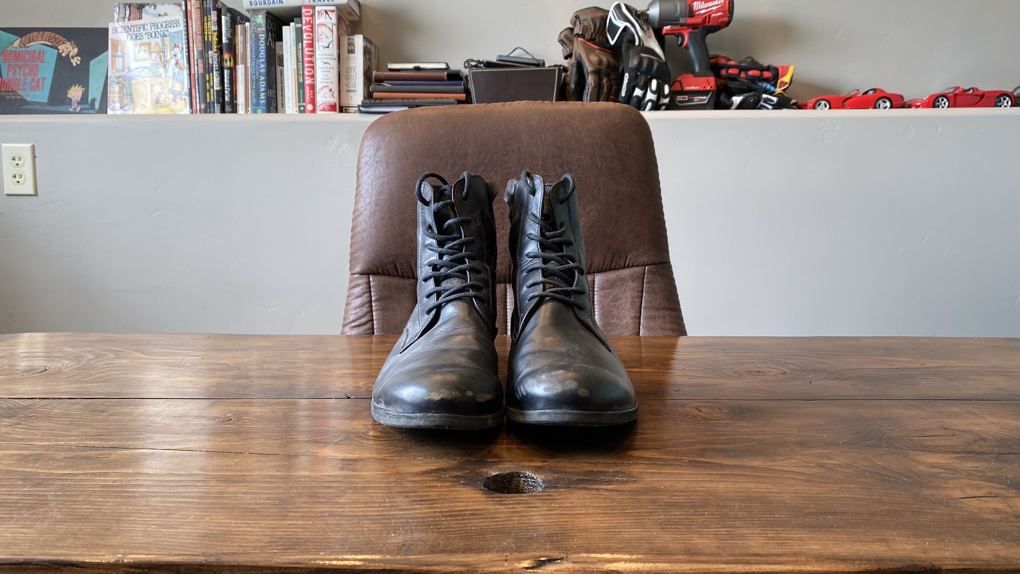 Style motorcycle boots.