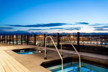 006 Swm Zeppelin Source Hotel Pool 300 Dpi