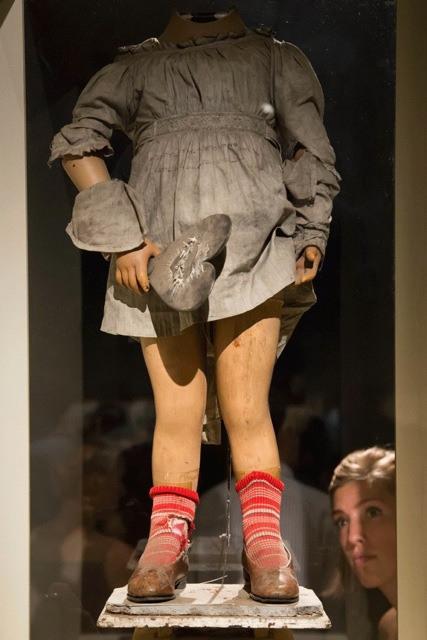 07_peepshow mannequin