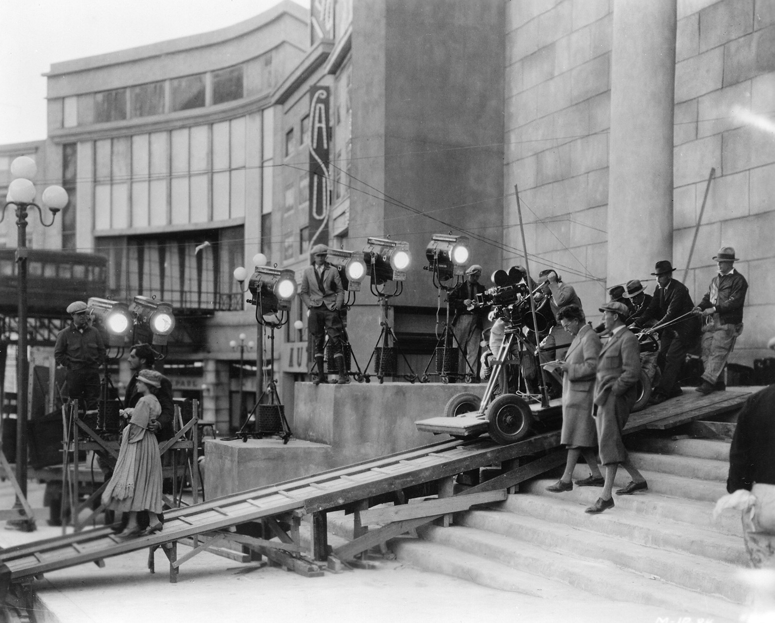 The filmmakers at work on Sunrise (1929). (Credit: Margaret Herrick Library)