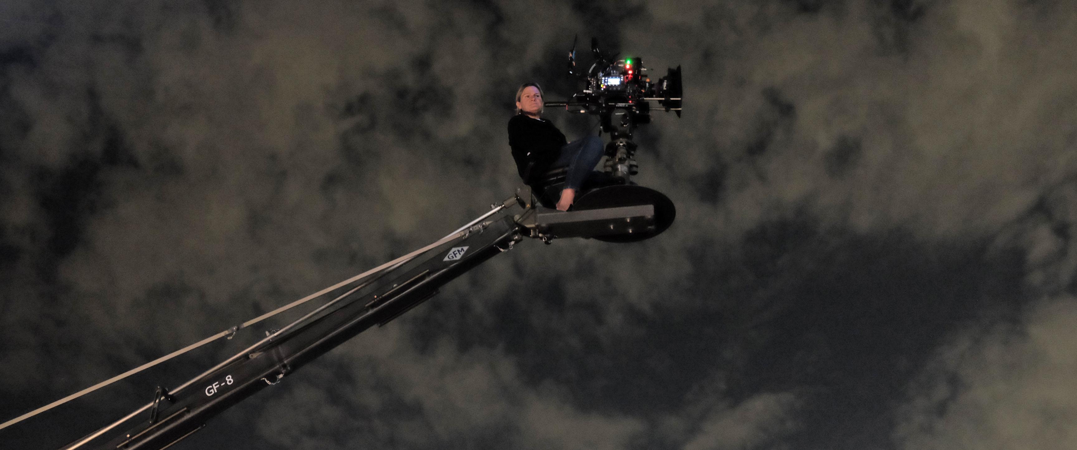 Kuras operates a crane shot. Photo by Sofia Due Rosenzweig.