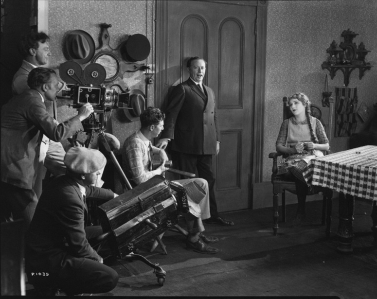 The filmmakers at work on Little Annie Rooney, starring Mary Pickford. (Credit: Margaret Herrick Library)