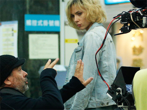 Besson on the set of Lucy detail-