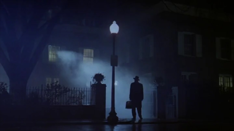 The exorcist arrives in the film directed by William Friedkin, with cinematography by Owen Roizman