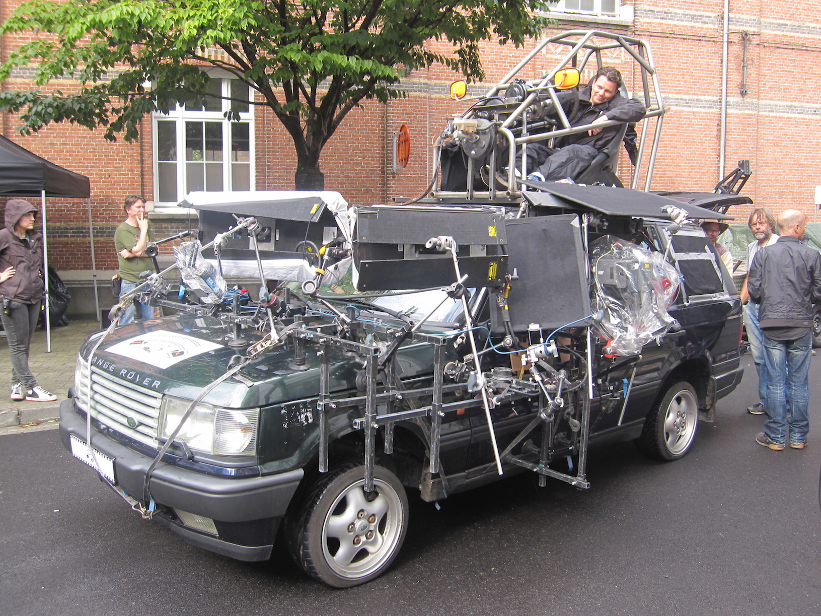 A rig custom built to facilitate filming in the narrow streets of Antwerp.