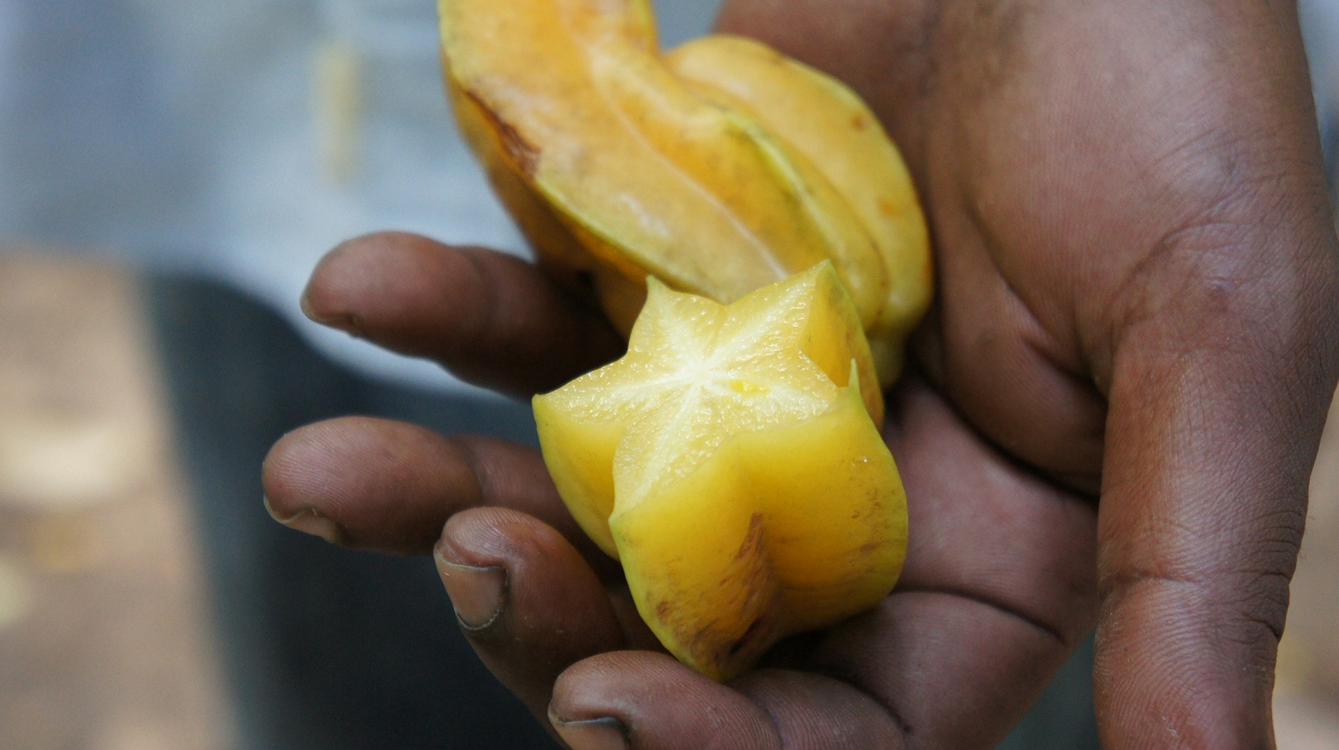how to cut star fruit