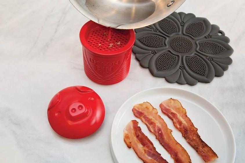 5300 Bacon Bin Pour 800X