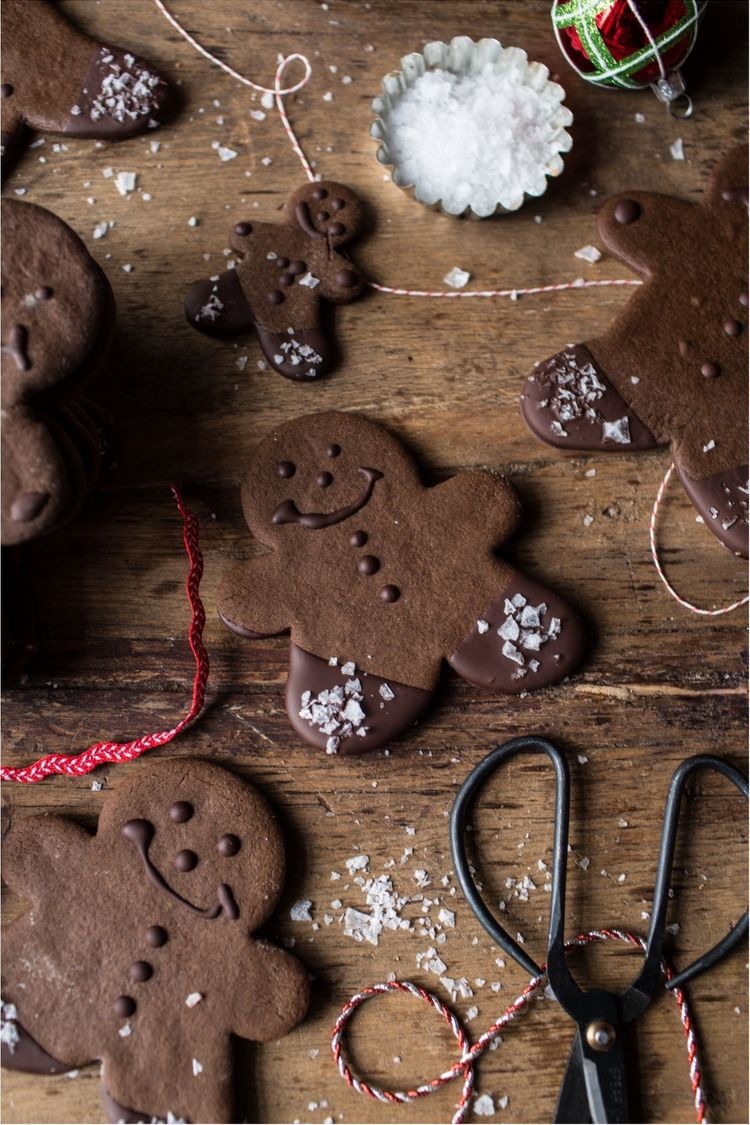 Chocolate-Dipped-Gingerbread-Cookies-with-Vanilla-Salt-10resize