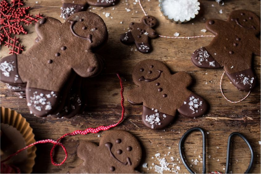 Chocolate-Dipped-Gingerbread-Cookies-with-Vanilla-Salt-11resize