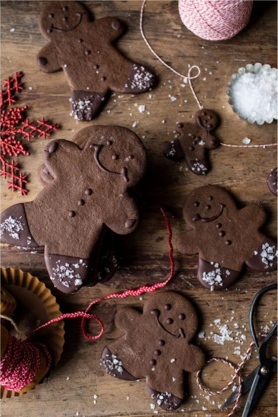 Chocolate-Dipped-Gingerbread-Cookies-with-Vanilla-Salt-8resize
