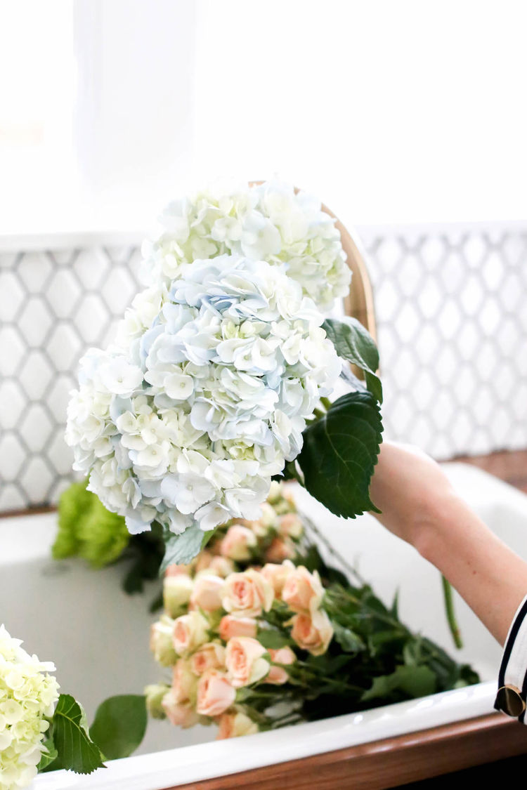 Modern flower arranging tips using non traditional vases maya since then ive been buying loads of 5 flowers at the grocery store and putting them together in gorgeous centerpieces bouquets and other arrangements izmirmasajfo Images