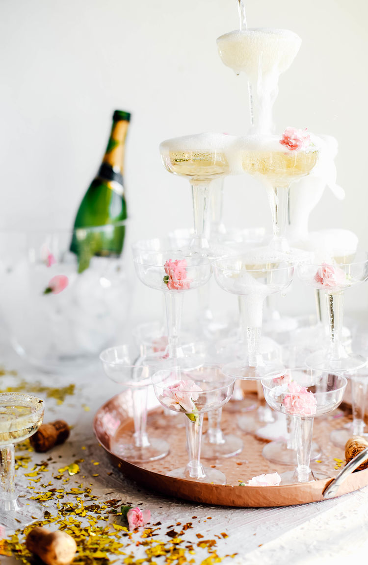 Throw a last minute new year 39 s eve party at home the inspired home the inspired home - Last minute new year s eve party ideas ...