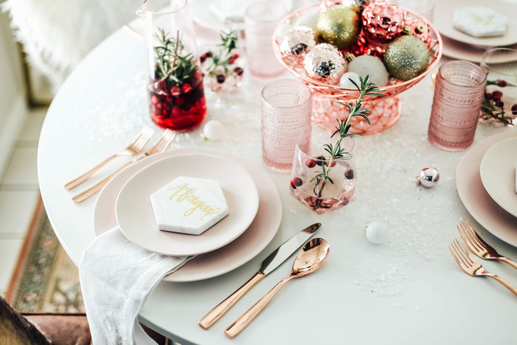 Incorporate Millennial Pink Into a Festive Table Setting This Holiday Season & A Festive Millennial Pink Table Setting for the Holiday Season | The ...