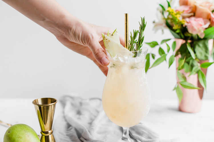 Cinnamon Spiced Pear Swizzle Cocktails
