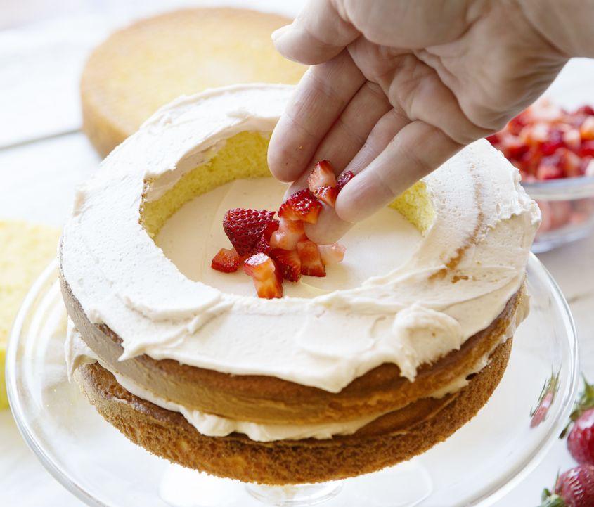 Strawberry Lemon Cake Filled Rettke Resize