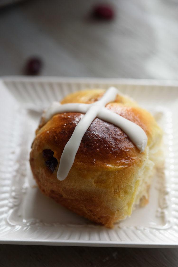 cross-bun