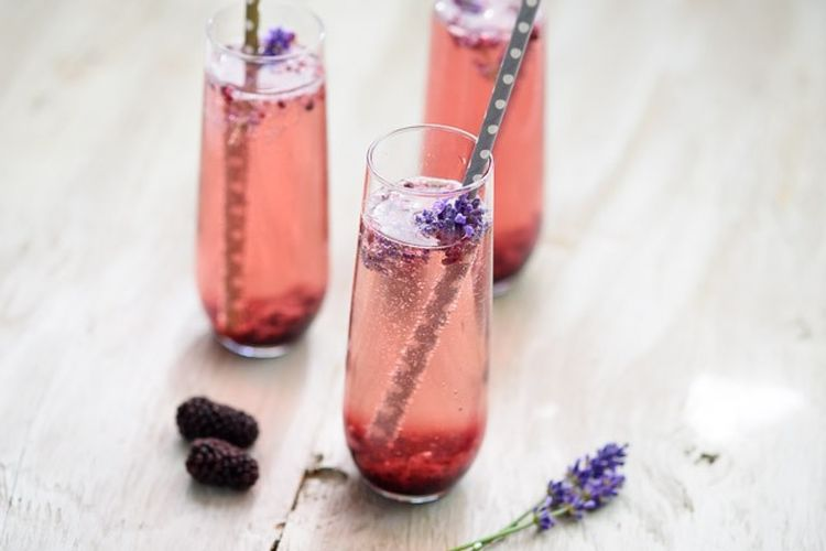 22 Fabulous, Sparkling Cocktails to Make for Mom on Mother's Day
