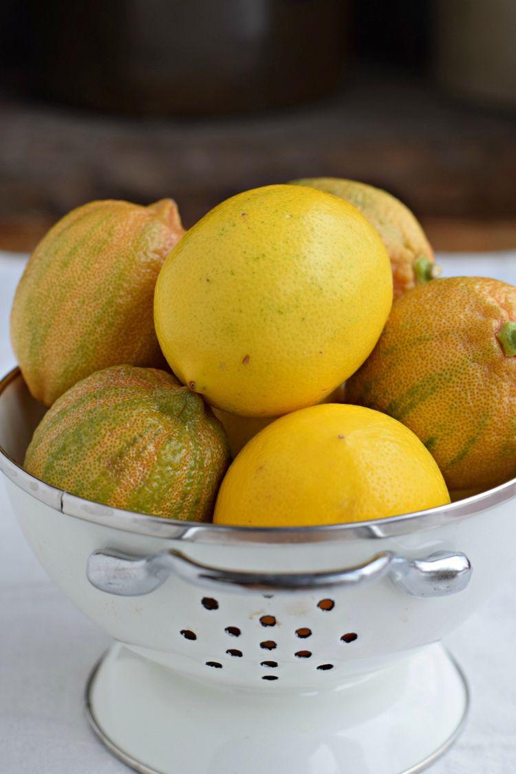 lemon-curd-lemons-vertical