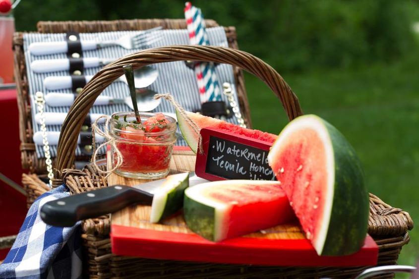 picnic-basket-and-cutting-board