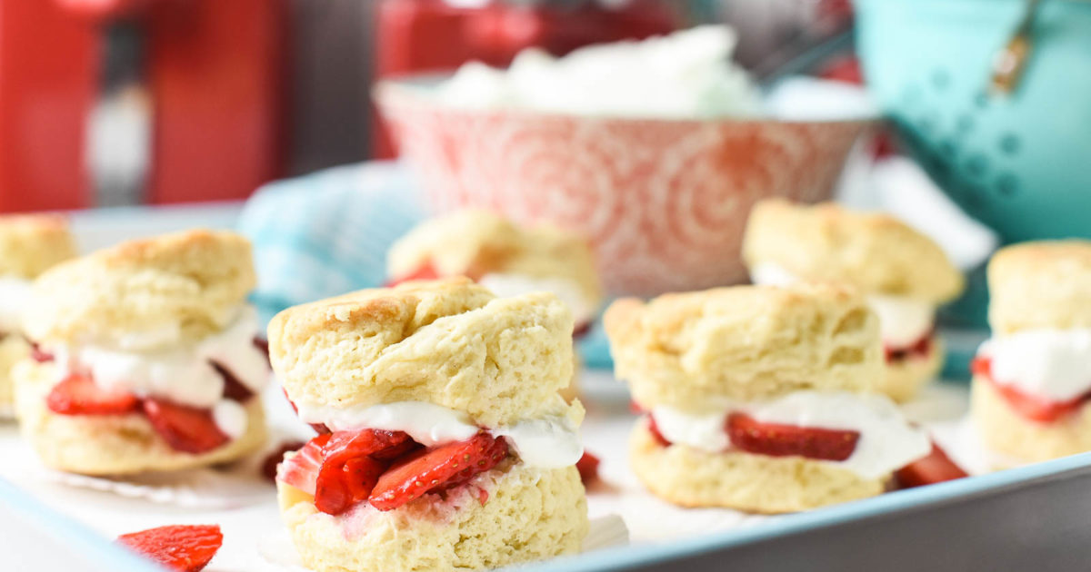Strawberry Shortcake Sliders Perfect for Summer Picnics | The Inspired ...