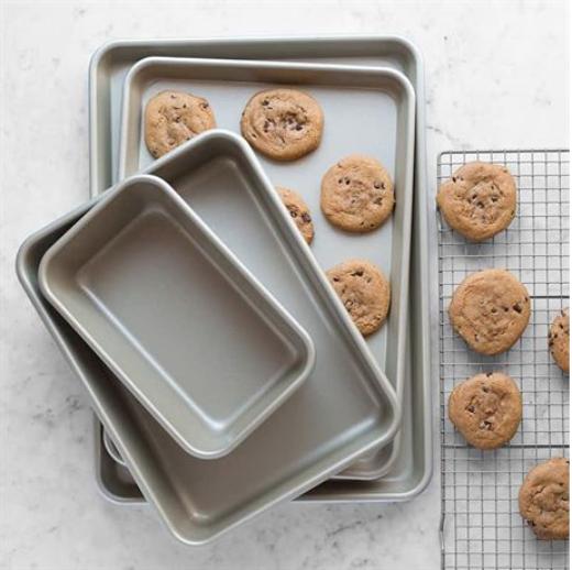 Featured Product 4-Piece Nonstick Bakeware Essentials Set