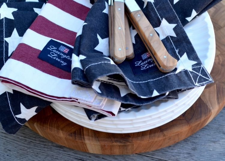 Celebrate 4th of July with This Patriotic Table Setting