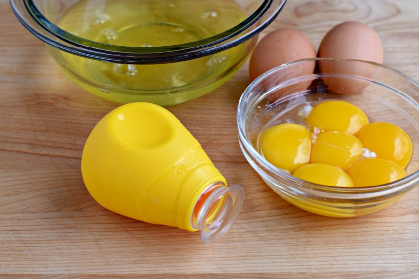 lemon-curd-egg-yolks-close