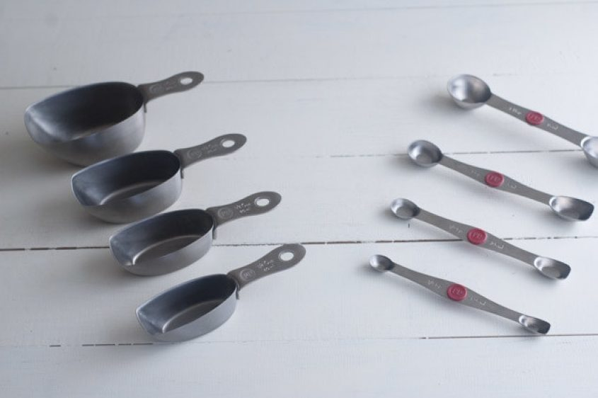 measuring-cups-and-spoons
