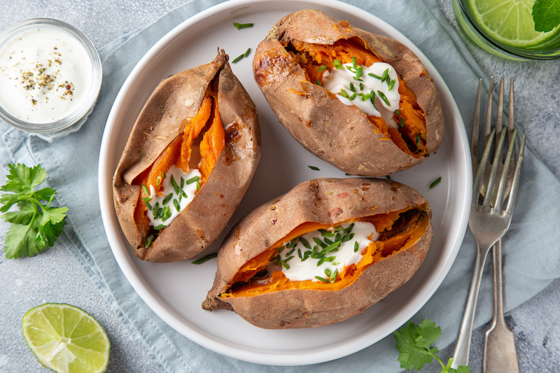Can you lose weight eating sweet potatoes? How many carbs are in sweet potatoes?
