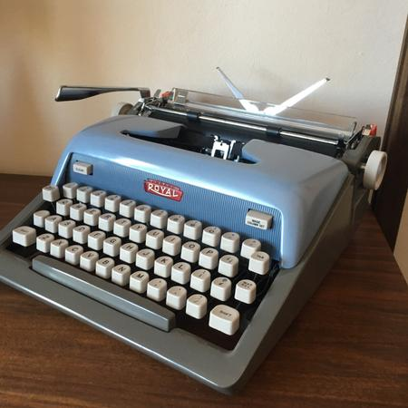 Royal Futura 800 Typewriter