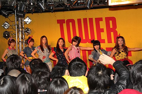 [TIARADIADEM.COM] T-ara performed Roly-Poly at Tower Records in Shibuya (03/01)