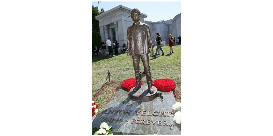 Estátua Anton Yelchin
