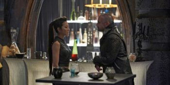 Michelle Yeoh como Philippa Georgiou; Alan Van Sprang como Leland