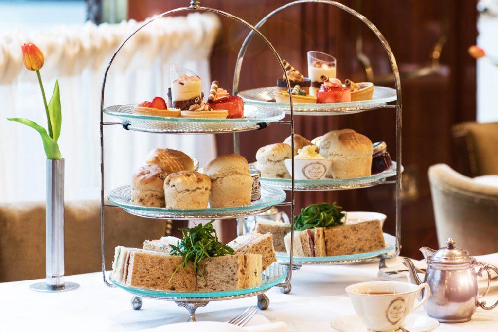 Il tè delle 5 p.m. Le origini, la storia e le 10 migliori Tea Room di Londra