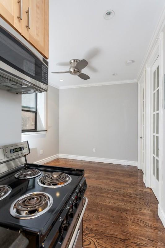 330 east 35th street living room%281%29