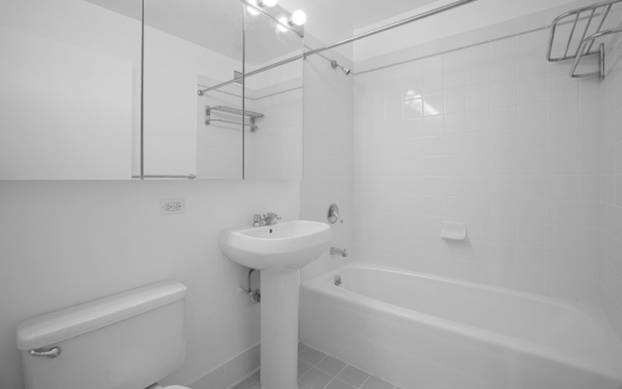 200 west 60th street concerto 22b bathroomlow