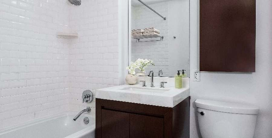 37 west 21st street bathroom