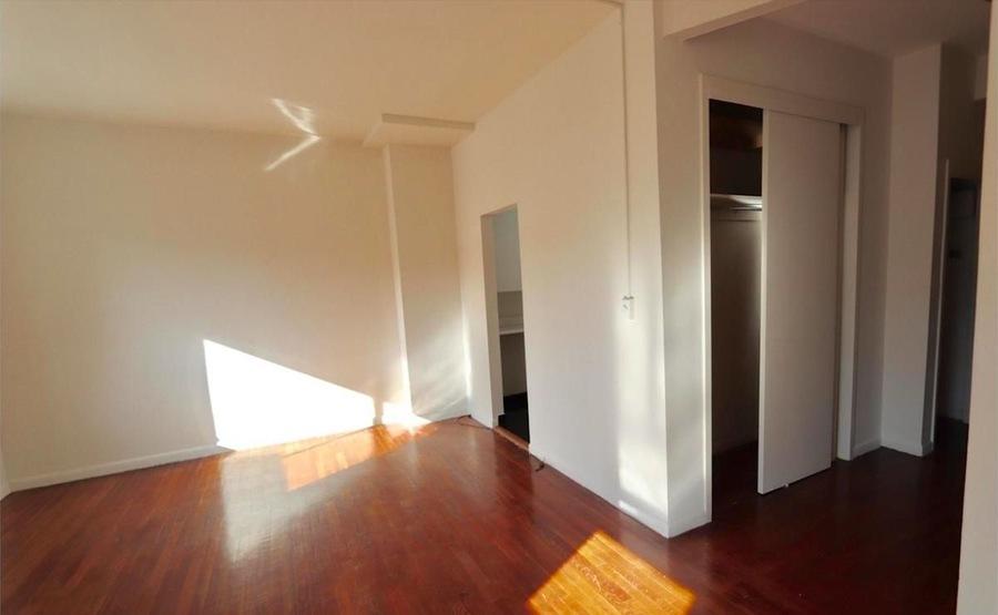 221 east 33rd street living room1