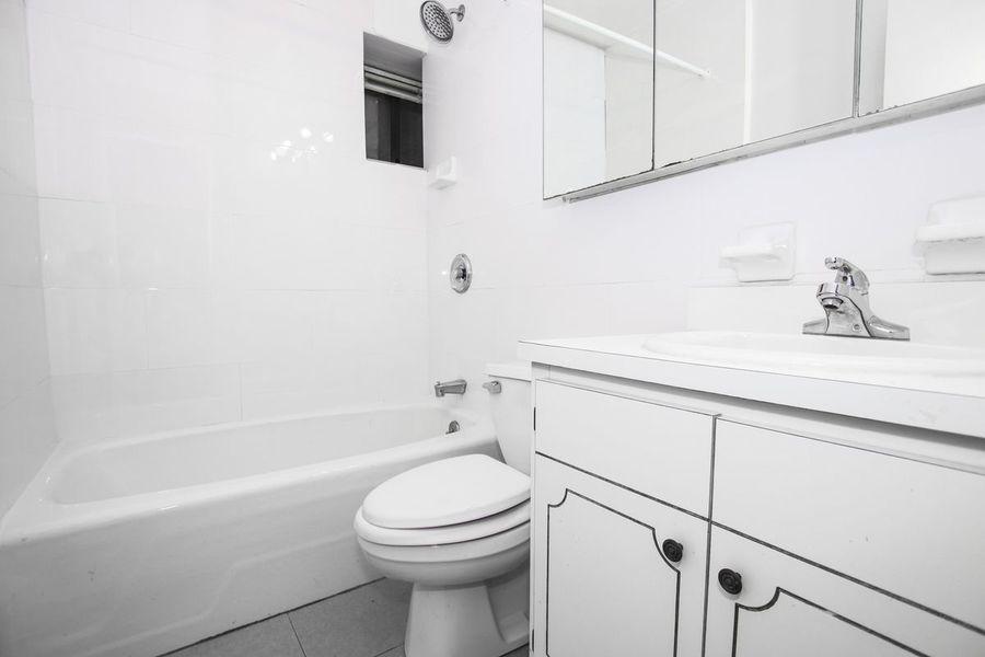 221 east 33rd street bathroom