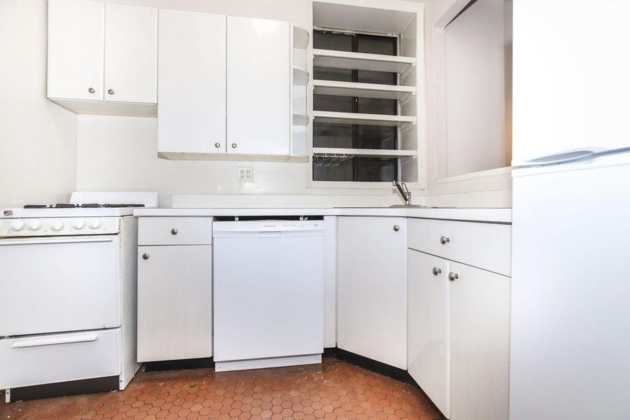 221 east 33rd street kitchen1
