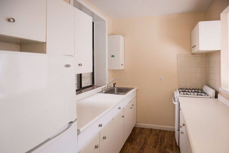 239 east 53rd street kitchen1