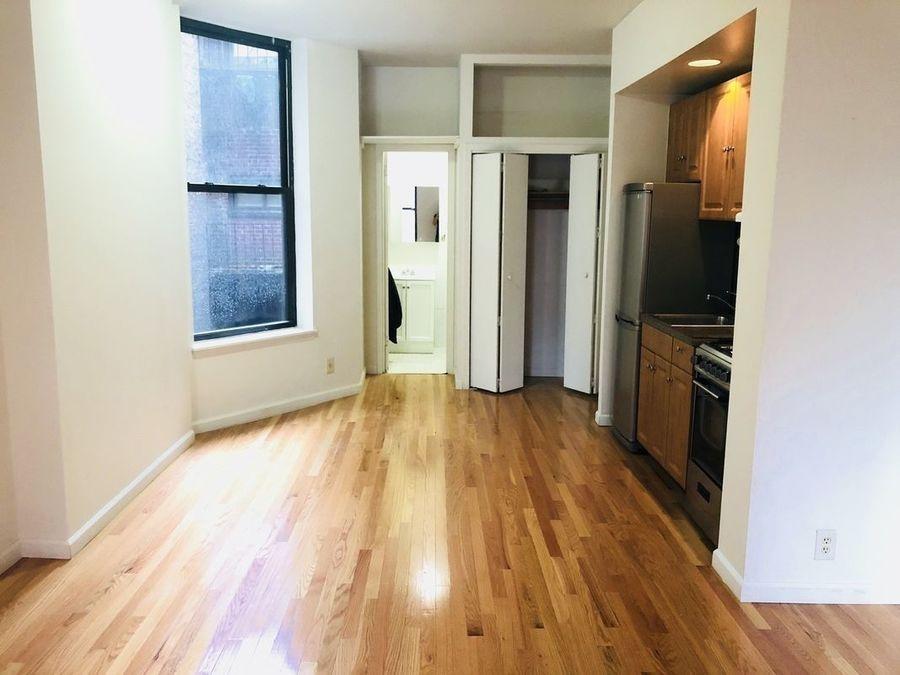 239 east 53rd street living room
