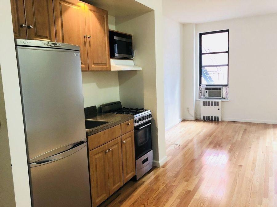 239 east 53rd street living room1